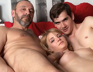 Free Teen Threesome Porn Pictures