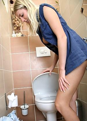 Free Teen Toilet Porn Pictures